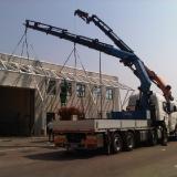 camion gru in azione